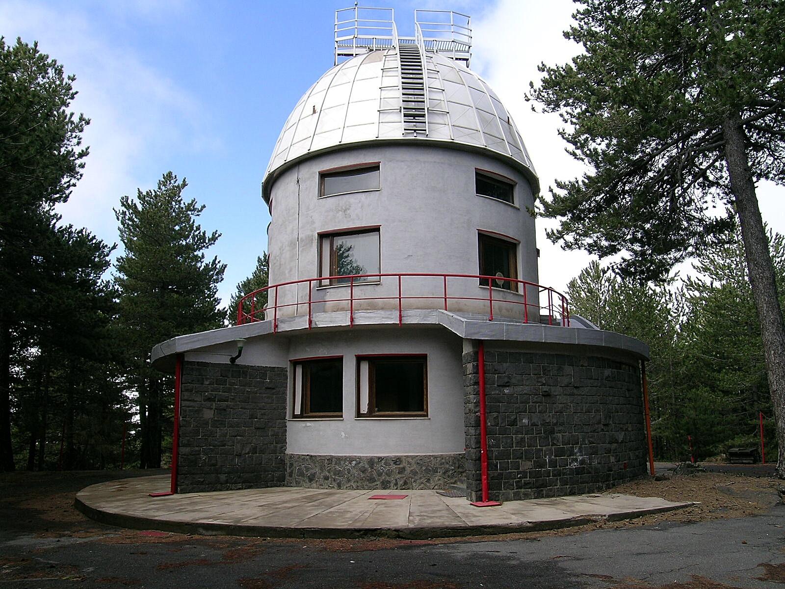 Osservatorio astrofisico a Serra La Nave (Etna)