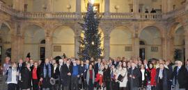 Foto ricordo davanti all'albero di Natale 2017
