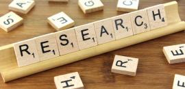 """tessere di legno compongono la parola """"Research"""""""