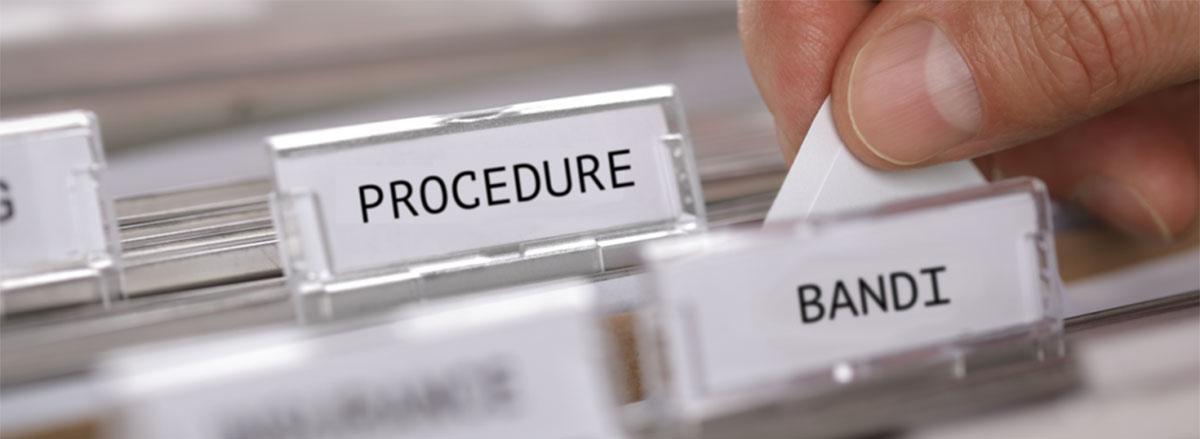 """Etichette """"bandi"""" e """"procedure"""" di uno schedario"""