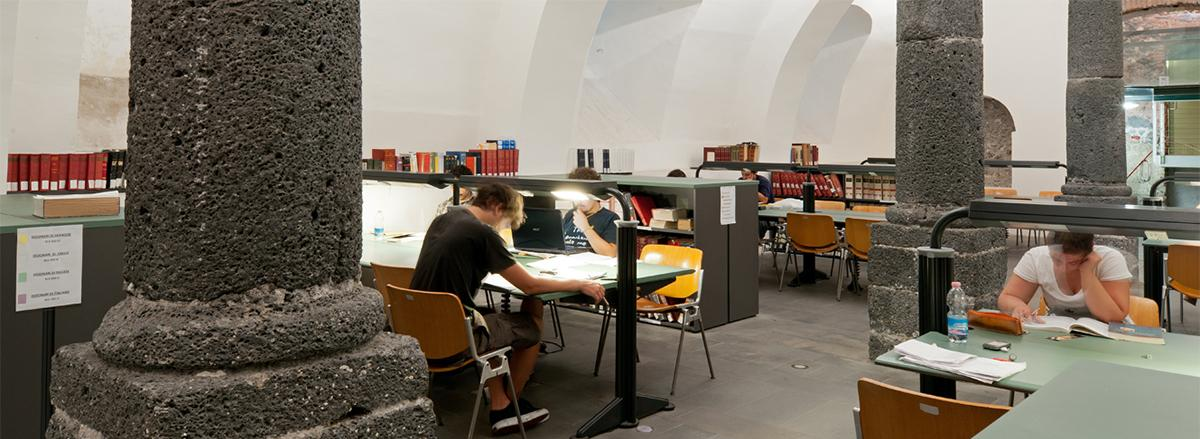 Studenti al Disum (biblioteca)
