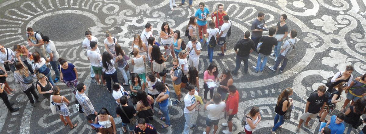 studenti nel cortile di palazzo centrale unict