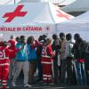 Uno sbarco di migranti al porto di Catania